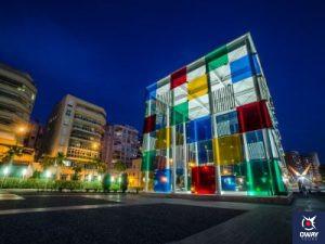 Edificio el Cubo Centre Pompidou Málaga en la noche
