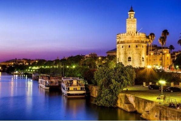 Vistas de Sevilla por la noche