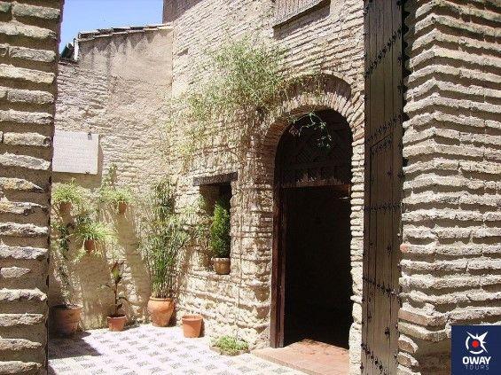 Patio y entrada de la sinagoga de cordoba