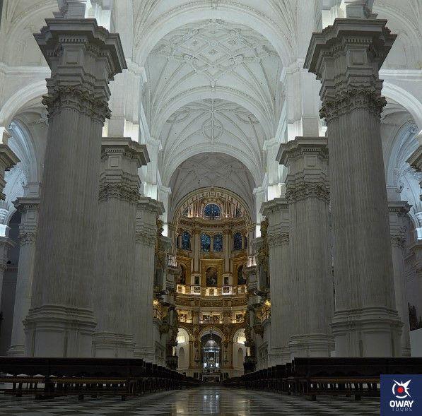 el interior de la catedral de granada