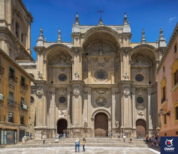 la fachada de la catedral de granada