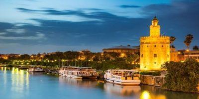 Guadalquivir y torre del Oro en Sevilla