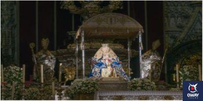 Virgen de los Reyes en el altar de Sevilla