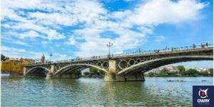 Puente de Triana en un día soleado Sevilla