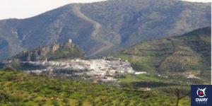 Vista a distancia del pueblo de Zahara de la Sierra en Cádiz