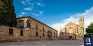 Vázquez Molina Square with the Sacred Chapel in the background Úbeda