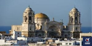Panoramic view of the Cathedral over the rooftops of Cádiz