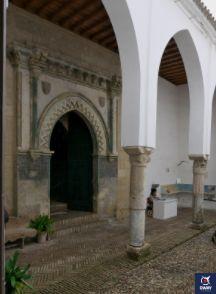 Puerta a la Capilla de San Bartolomé