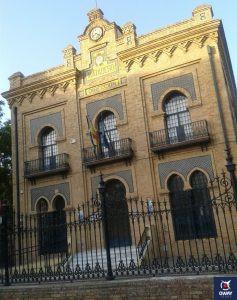 Exterior del edifico del Antiguo Matadero de Sevilla en el que se aprecia el estilo Neo Mudéjar