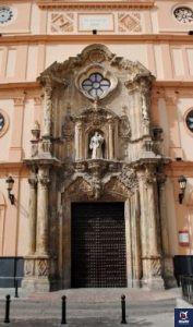Entrada principal de la Iglesia de San Antonio de Padua