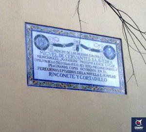 Azulejo en el que se conmemora la construcción del matadero