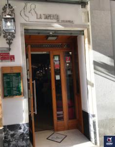 Puerta de acceso a la Taperia la Columela