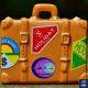 Una maleta de viaje con diferentes pegatinas que indican que este equipaje se suele usar mucho en viajes.