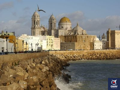 Vista de la Catedral de Cádiz desde el paseo