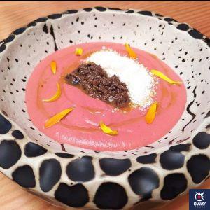 Salmorejo de frutos rojos, queso y tapenade de anchoas