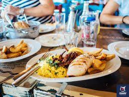 plato de pescado y arroz