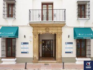 Puerta principal del hotel maestranza de ronda