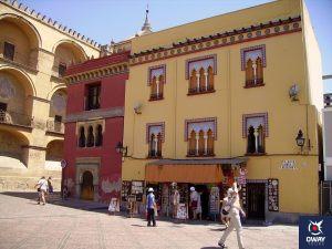 Punto de información de OWAY Tours junto a la mezquita de Córdoba