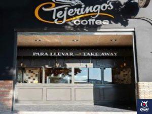 Entrada de la cafetería Tejeringo's Coffe