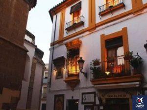 Entrance Taberna el Pisto in Cordoba