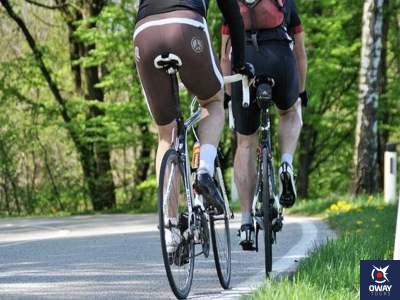 Dos bicicletas en una ruta