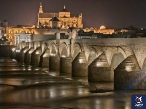 Puente Romano con la Mezquita de fondo de Córdoba