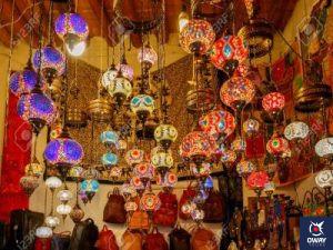 Lamparas en una tienda de artesanía (Granada)