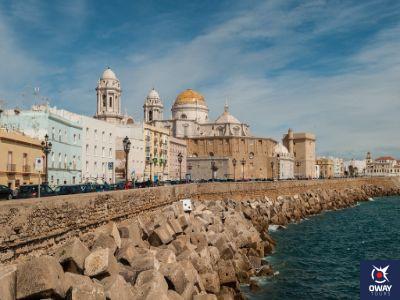Vista desde el Océano Atlántico de la Catedral de Cádiz