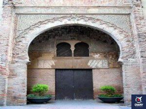 Arco de entrada del Corral del Carbón Granada