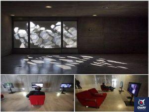 Salle avec écrans de visualisation individuels au Centre andalou d'art contemporain de Cordoue