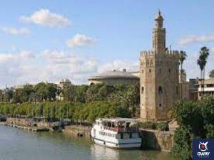 Vue imprenable sur la Torre del Oro, depuis le bus touristique City Sightseeing à Séville.