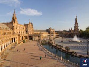 """Admirez l'incroyable Plaza de España, à Séville, depuis le bus touristique """"Bus à travers Séville et Triana""""."""