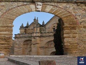 arco de los gigantes colegiata santa maria la mayor (Malaga)