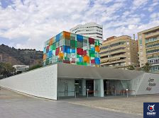 Le Centre Pompidou, situé dans le Muelle Uno, est l'un des musées les plus modernes de Malaga.