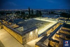 Medina Azahara is an archaeological site located in a privileged enclave of great historical and heritage value.