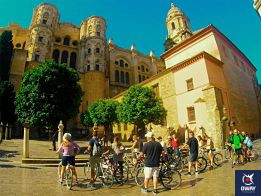 Bicycle route through Malaga discovering the most outstanding places of the city.