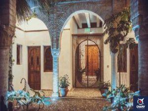 Image d'une cour d'hôtel