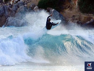 Le surf est un sport très demandé sur les plages de Malaga