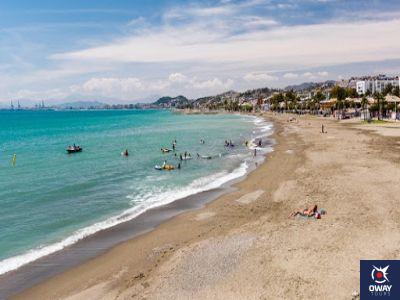 Vue panoramique des meilleures plages pour le surf à Malaga