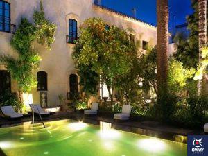 Image d'un jardin appartenant à un hôtel