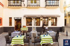 Bache San Pedro est le deuxième pari gastronomique d'Ale Alcántara, vous pouvez y déguster des tapas basées sur la cuisine de Cadix et des ingrédients d'autres cultures, ce qui donne des plats délicieux.