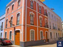 Rental Sevilla Historic House, in Seville propose un hébergement avec connexion WiFi gratuite à 700 mètres de l'église Santa Maria La Blanca, à moins de 1 km de La Giralda et de la cathédrale de Séville et à 13 minutes à pied du palais de l'Alcazar.