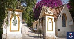 Il s'agit du plus ancien cimetière pour chrétiens non catholiques en Espagne. Il a été fondé en 1831 par William Mark, le consul anglais de la ville, qui s'inquiétait du repos éternel de ses compatriotes anglais dans la ville.
