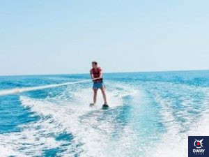 Water skiing is an activity that combines skiing and surfing, as it consists of sliding on one or two skis over the water while being pulled by a long rope that is pulled by a boat with a motor.